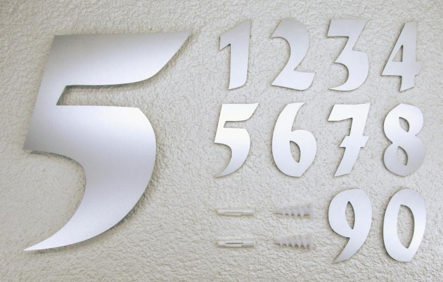 Zahl und Buchstabe aus siber-eloxiertem Aluminium, 30 hoch, div ...